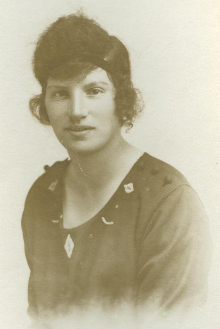 Lizzie MacNair