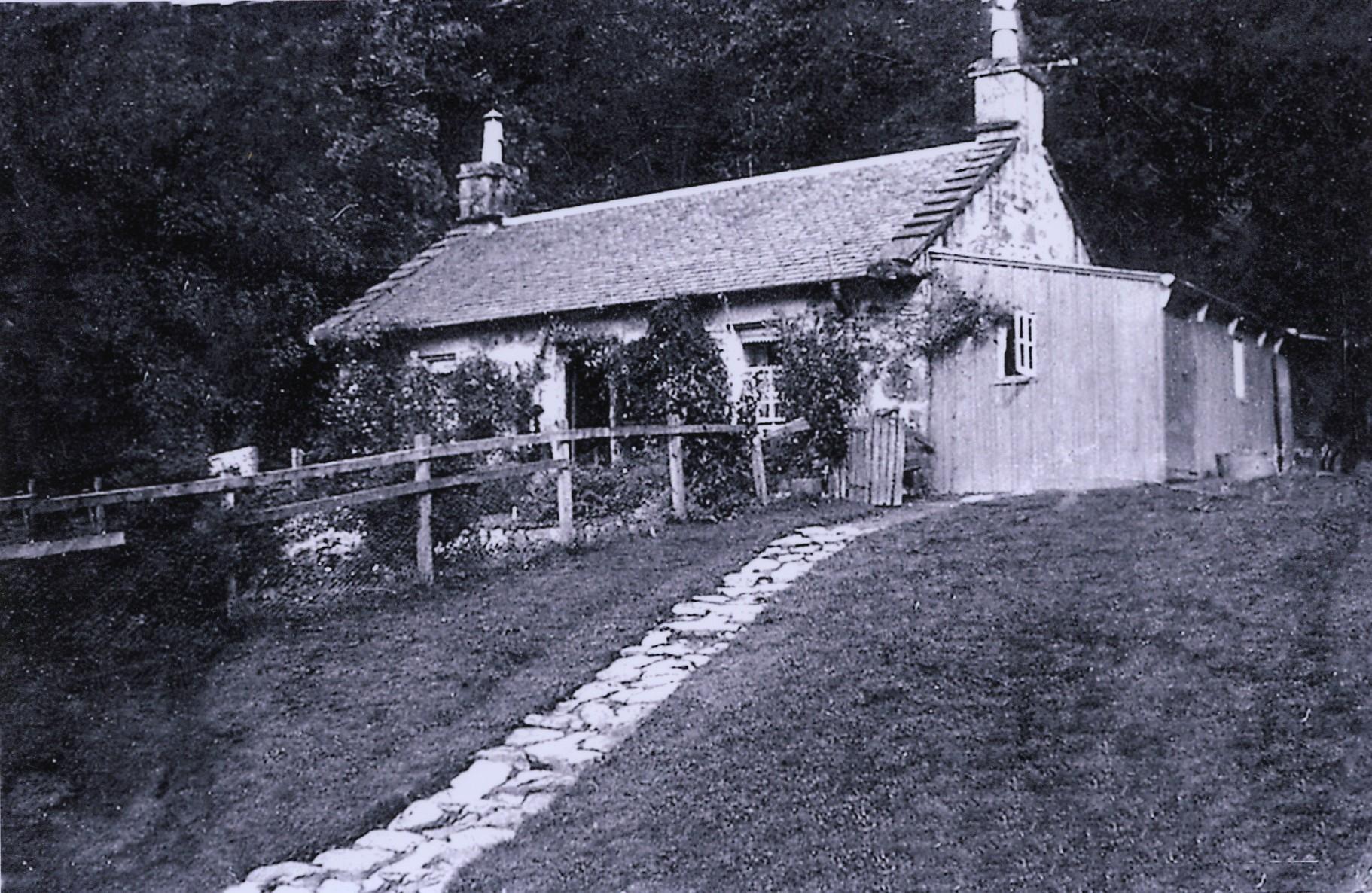 Dundarave Cottage